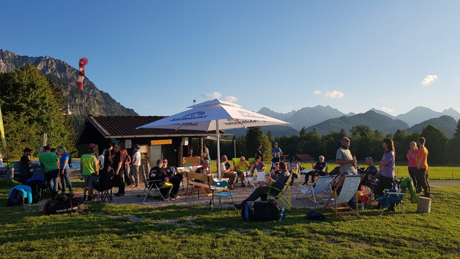 Open-Air-Stammtisch am Tegelberg-Landeplatz